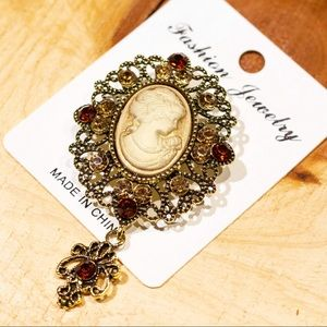 Cameo brooch with dangle